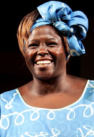 La ecologista keniana Wangari Maathai obtiene el premio Nobel de la Paz
