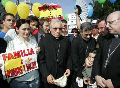 Obispos en la manifestación contra el matrimonio gay en 2005