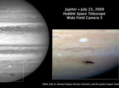 El 'Hubble' fotografía la marca del impacto en Júpiter