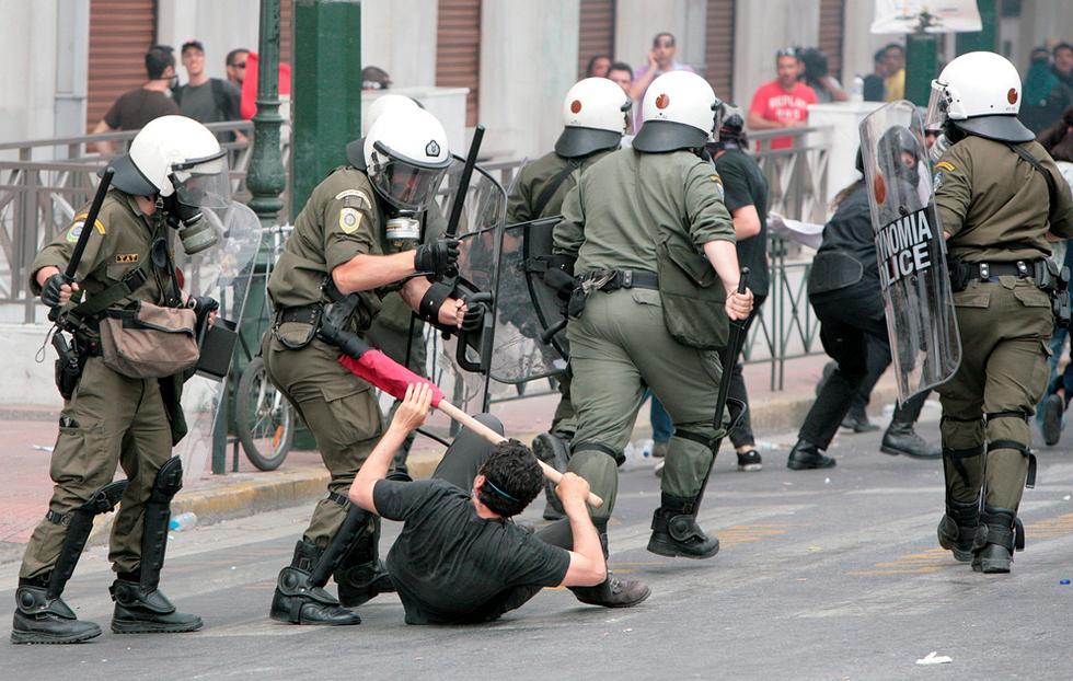 El hundimiento de Grecia Golpes