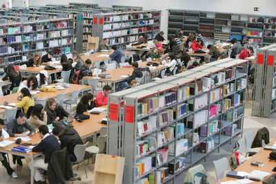 ... universitarios tienen ya derechos de autor sobre sus trabajos