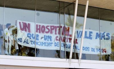 Protesta en el Hospital del Mar de Barcelona contra los 194 despidos que ha planteado el centro.- TEJEDERAS