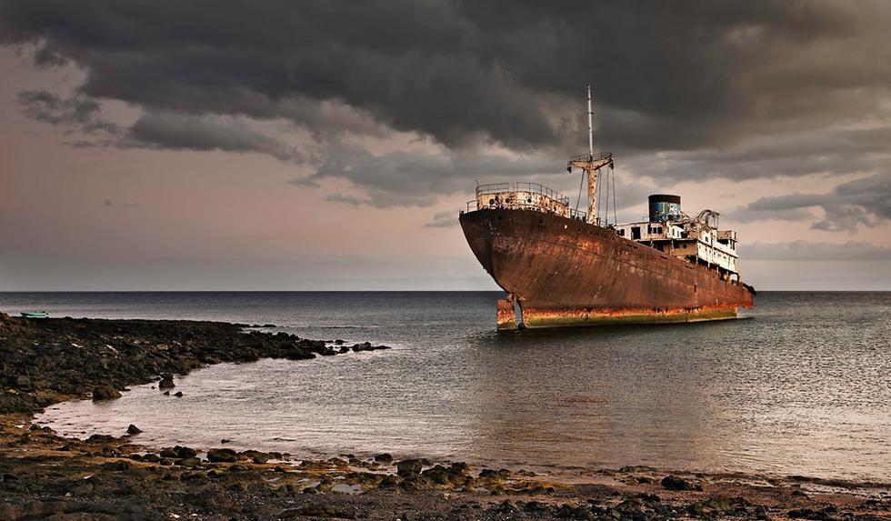 Buque encallado en Lanzarote