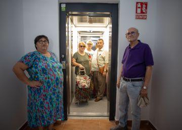 El barrio de Huelva que tardó casi medio siglo en subir la compra en el ascensor