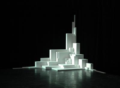 Augmented Sculpture es una instalación de realidad aumentada, de pequeño formato, donde el autor mezcla diseños físicos y virtuales con el objetivo de cuestionar la realidad de lo que vemos.- PABLO VALBUENA