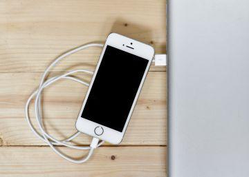 Muere electrocutado en la bañera mientras cargaba el iPhone