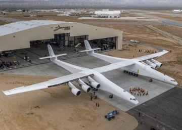 El avión más grande del mundo sale a pista