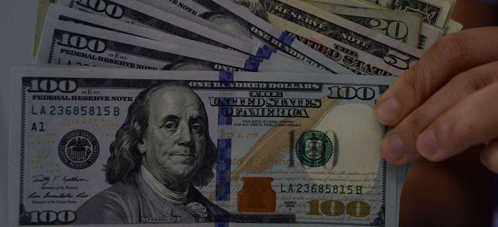Clientes Com Notas De Dólar No Rio