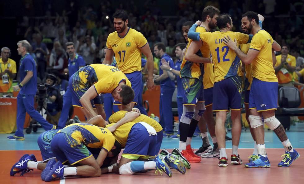 be566bb1fc446 Brasil passa por cima da Rússia e está na final do vôlei masculino ...