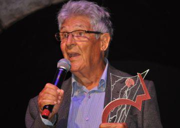 El periodista de EL PAÍS Juan Arias recibe el premio Comunique-se al mejor corresponsal en Brasil