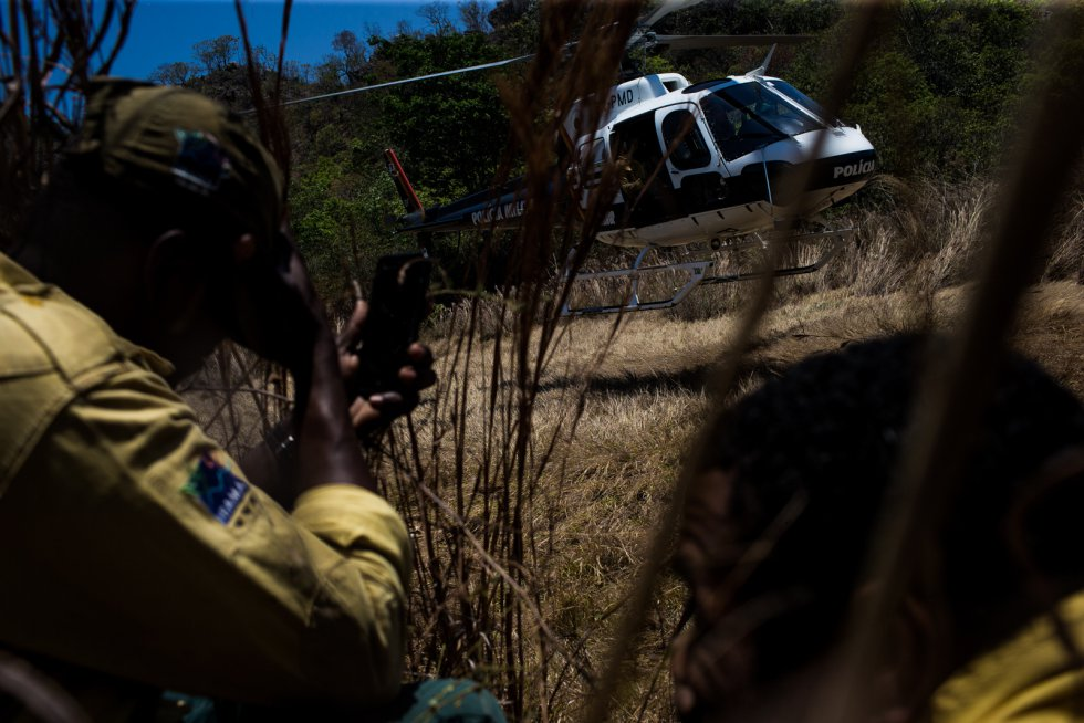 """""""Percorremos quase 100 quilômetros de caminho e tudo por uma paisagem queimada"""", conta um sargento da Polícia Militar Ambiental de Goiás que na manhã desta quinta-feira se uniu ao combate contra o fogo"""