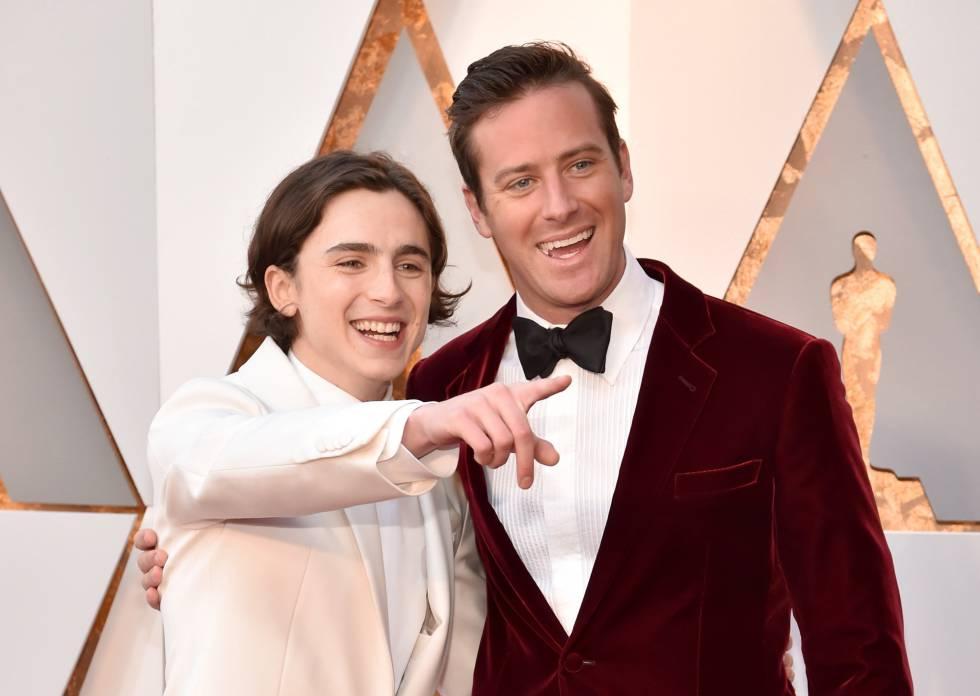 Os atores de 'Me Chame Pelo Seu Nome', Timothee Chalamet (à esq.) e Armie Hammer na chegada do Oscar. Filme concorre em quatro categorias.