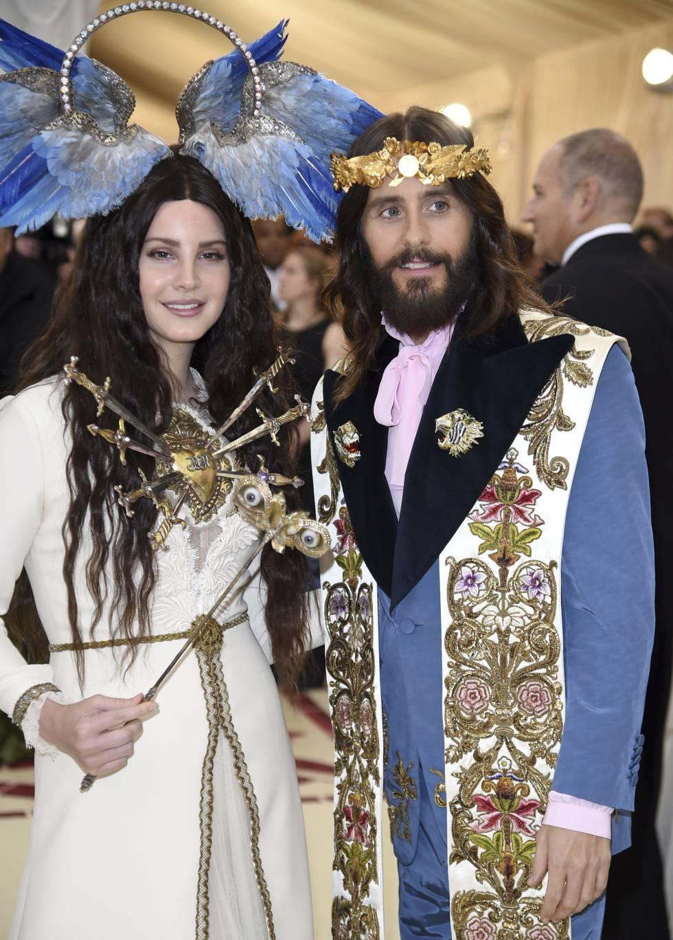 A cantora Lana Del Rey e o ator Jared Leto no MET Gala 2018, a festa do Metropolitan Museum of Art's, de Nova York, inspirado na temática cristã.