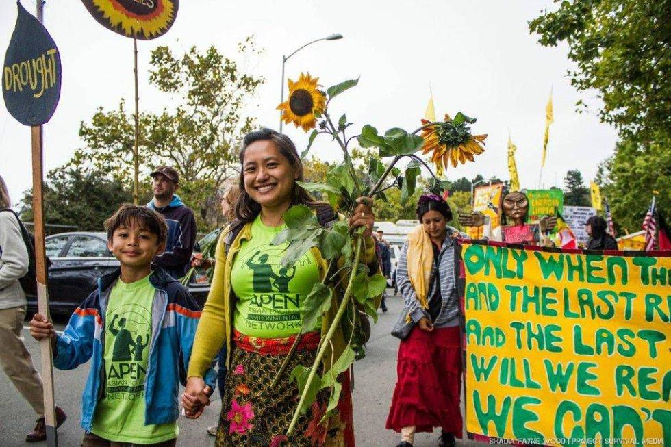 A 350.org nas Filipinas realizou uma grande marcha para expor as três maiores empresas de carvão, que impedem o país de modernizar sua infraestrutura elétrica e de responder ao desafio global de combate às mudanças climáticas