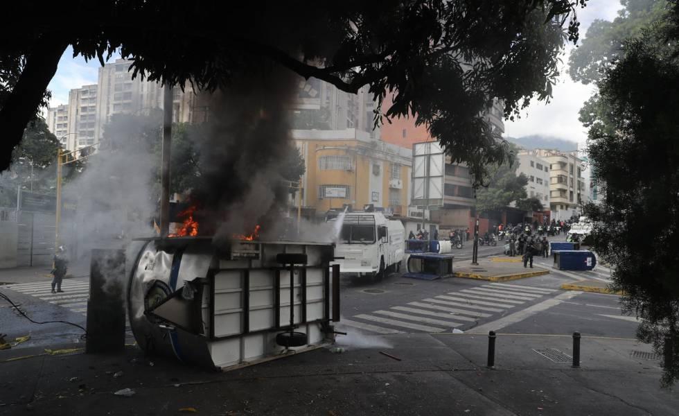 Rua de Caracas durante confronto.