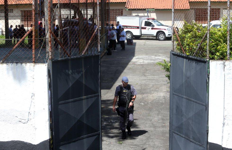 Fotos: Comoção Em Suzano Após Massacre Em Escola Estadual