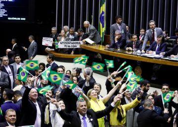 El Parlamento brasileño aprueba holgadamente la reforma de pensiones de Bolsonaro