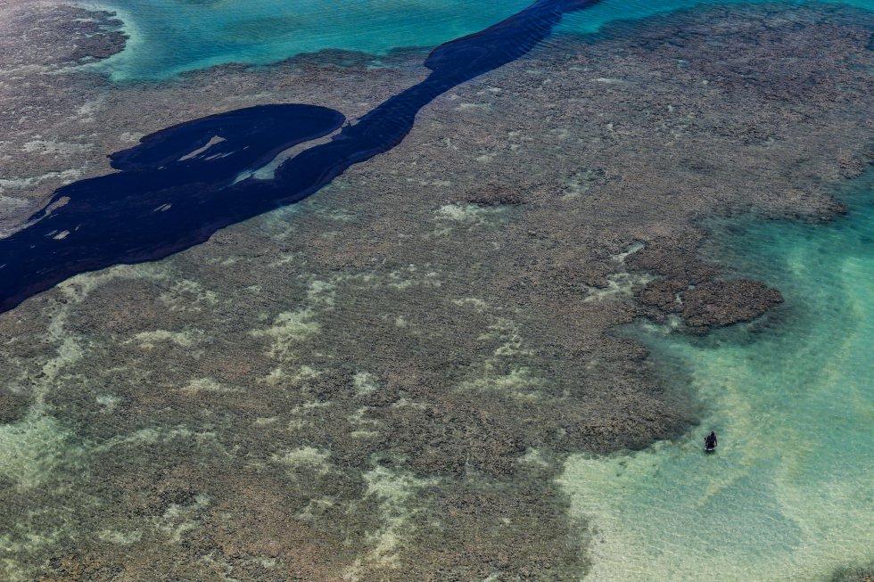 No litoral norte de Alagoas, na praia de Peroba, que faz parte da deslumbrante Maragogi, o óleo mancha a beleza dos recifes.