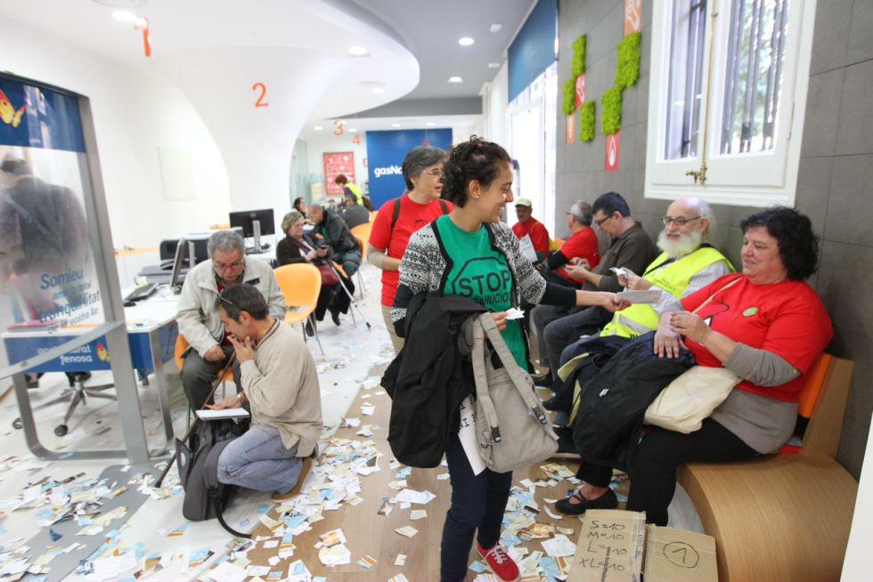 Fotos un mat actiu contra la pobresa energ tica for Oficina gas natural badalona