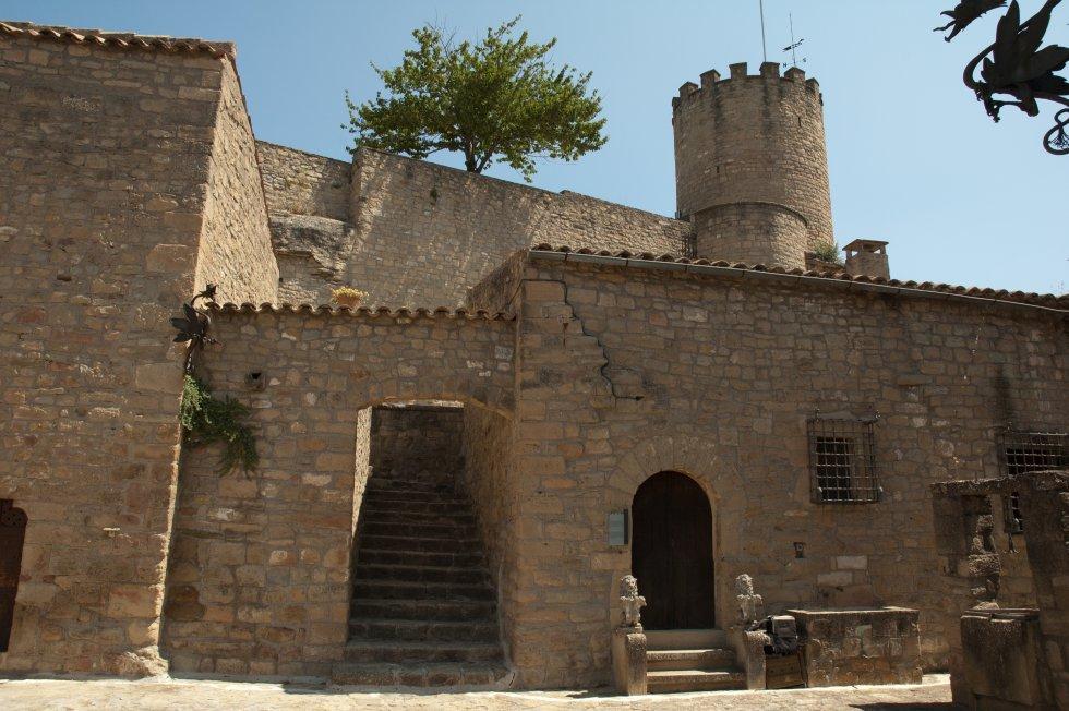 Talamanca. El parc natural de Sant Llorenç del Munt apareix un cop més amb la vila de Talamanca. Aquest petit poble d'origen medieval ofereix nombrosos llocs d'interès. Un passeig pel seu nucli històric és una de les millors maneres de conèixer el poble bagesà. L'església de Santa Maria o el castell de Talamanca són algunes de les principals atraccions arquitectòniques.