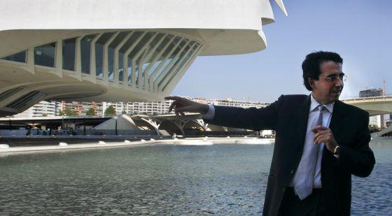 santiago calatrava en una de sus visitas al palau de les arts de valencia