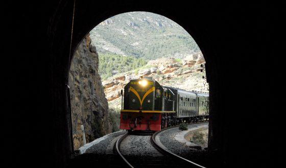 Resultat d'imatges de tren tunel