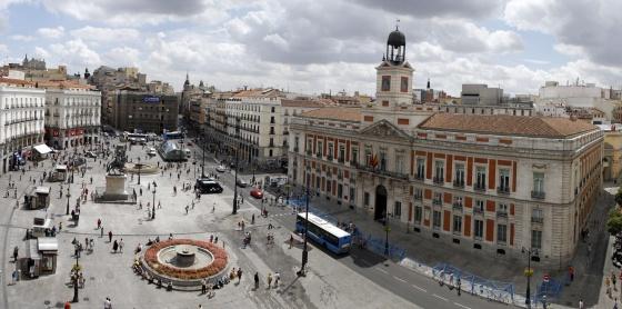 Balcones de oro en la puerta del sol madrid el pa s for Puerta del sol madrid fotos