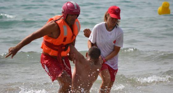 d4be9758fce94 La Cruz Roja rescata a más de 600 personas en las playas este verano ...