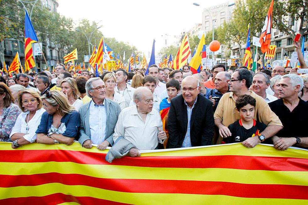 CiU   Manifestación contra Ciudadanos: Traidors a Catalunya! 1347378539_194702_1347389193_album_normal