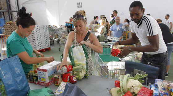 La pobreza se cronifica y las ayudas p blicas se recortan for Fuera de serie bogota empleo