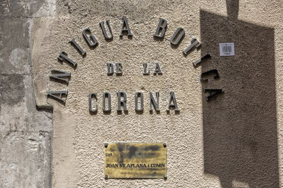 El rótulo de la antigua farmacia La Botica de la Corona 408ebe843ae