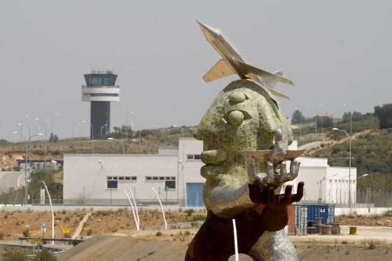 Resultado de imagen de despilfarro aeropuertos
