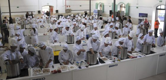 Berasategi elabora 2.000 menús para comedores sociales | País Vasco ...