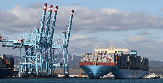 Atraca en algeciras el barco de transporte de contenedores m s grande del mundo andaluc a el - Contenedores de barco ...