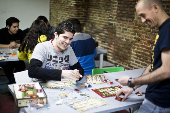 El juego de mesa mueve ficha madrid el pa s for Petropolis juego de mesa