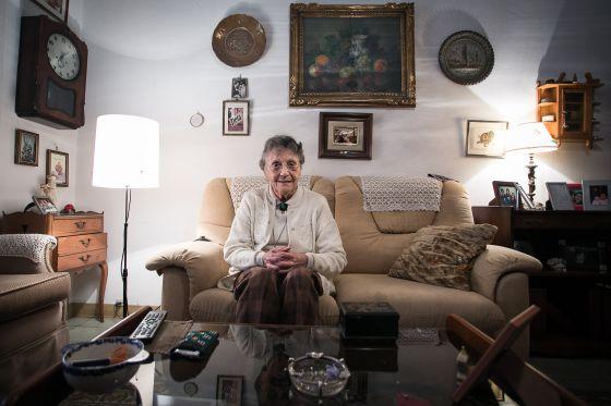 Resultado de imagen de anciano solo en casa