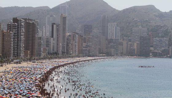 5970ecff1c5fd Benidorm y Costas discuten por la primera línea de la Playa de Levante