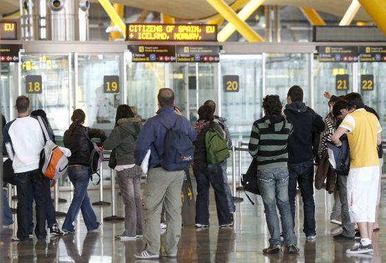 Cae una red que introducía en Europa familias sirias a través de Barajas |  Madrid | EL PAÍS