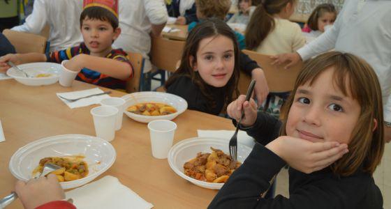 Desigual puja por el menú escolar | Andalucía | EL PAÍS