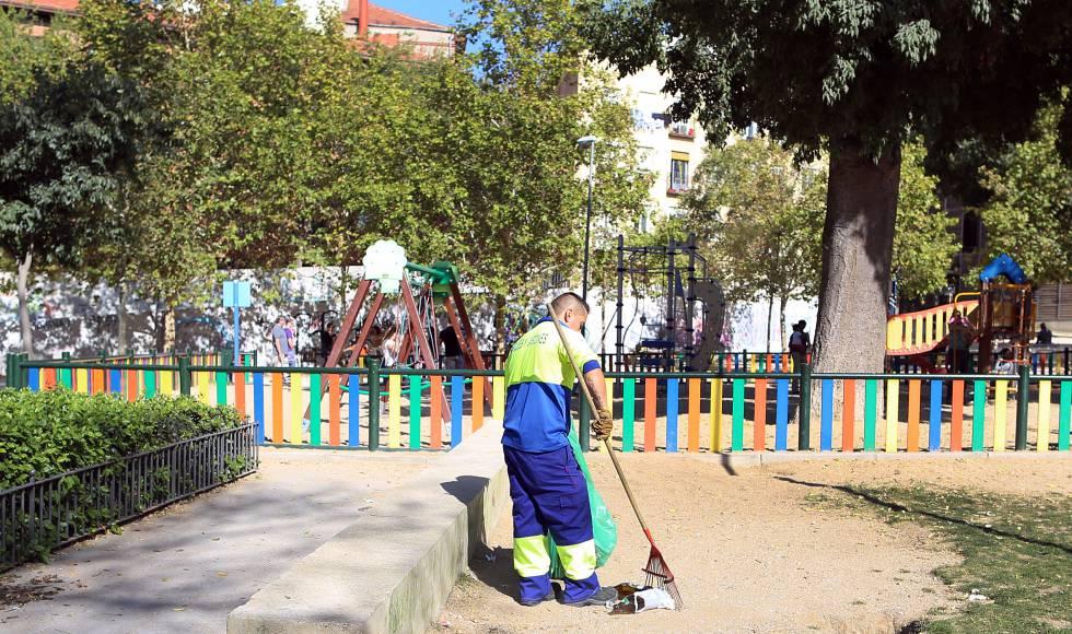El ayuntamiento renovar 33 parques infantiles para for Jardines 29 madrid
