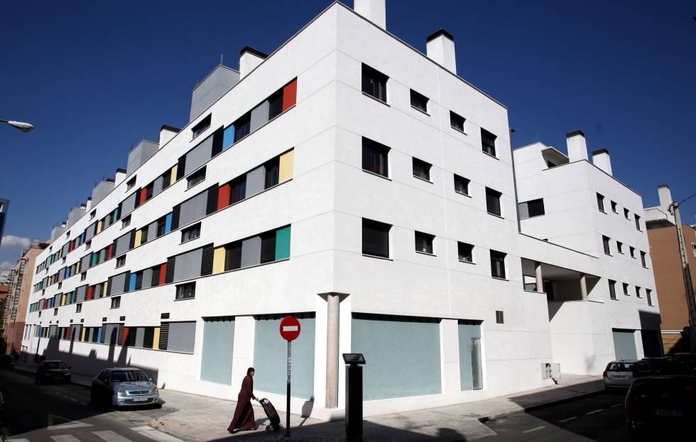 edificio de viviendas protegidas en la calle marcelina de madrid