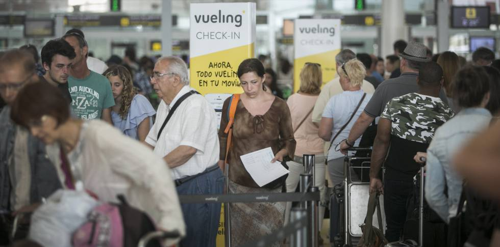 Spanish airport delays: What happens when you call Vueling to file a ...