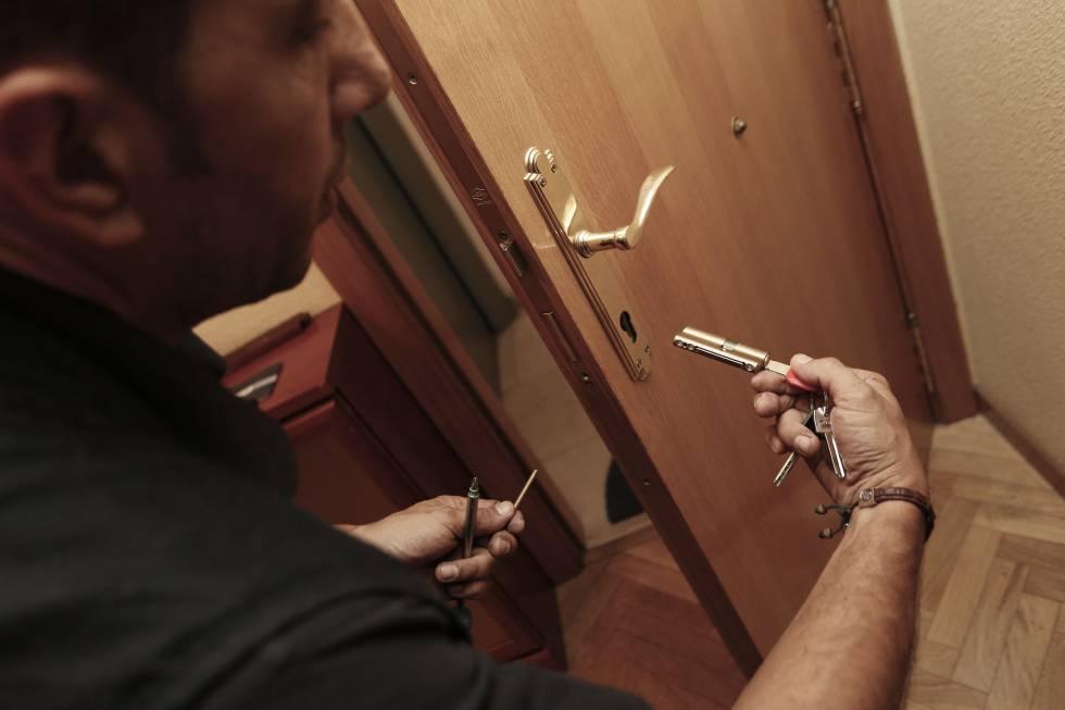 La policía y los cerrajeros alertan del incremento de robos en pisos ...
