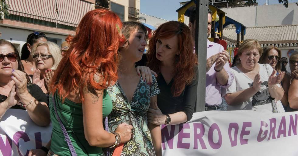 Juana Rivas, la madre que tiene que entregar a sus hijos, deja el pueblo