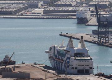 Los estibadores de Barcelona acuerdan no dar servicio a los cruceros de la Policía Nacional