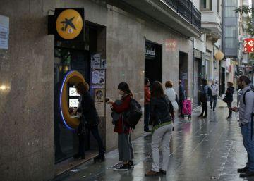 Santi Vila rechaza la campaña soberanista para retirar dinero de los cajeros