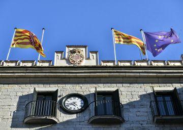 El Ayuntamiento de Girona retira la bandera española de su fachada