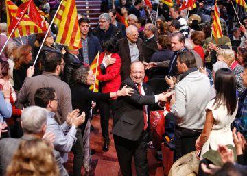 El PSC cierra la campaña explotando el tirón popular de Borrell