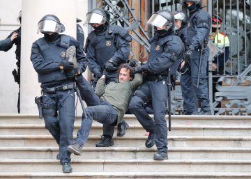 Los Mossos detienen 14 miembros de los CDR que se habían encadenado al TSJC