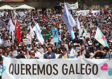 """Multitudinaria marcha en el gran día del gallego, """"la única lengua del Estado que pierde hablantes"""""""